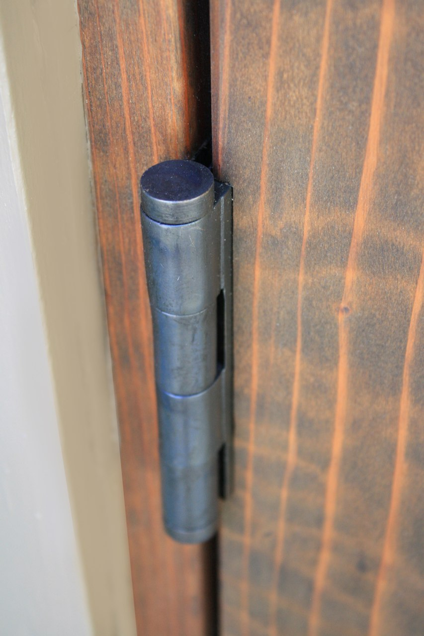 Dark Bronze 45x 5 High Load Hinge Sold as Each 30 405 installed closeup outer